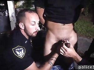 Nasty cops loves sucking off a gangster outdoors